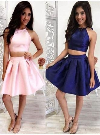 A-Line/Princess Halter Short/Mini Homecoming Dresses With Ruffle