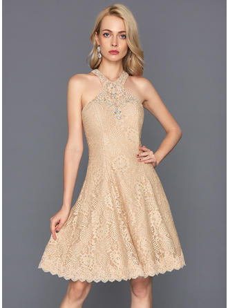 A-Line/Princess Scoop Neck Knee-Length Lace Homecoming Dresses With Beading Sequins