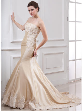 Trumpet/Mermaid Strapless Court Train Wedding Dresses With Ruffle Lace Beading